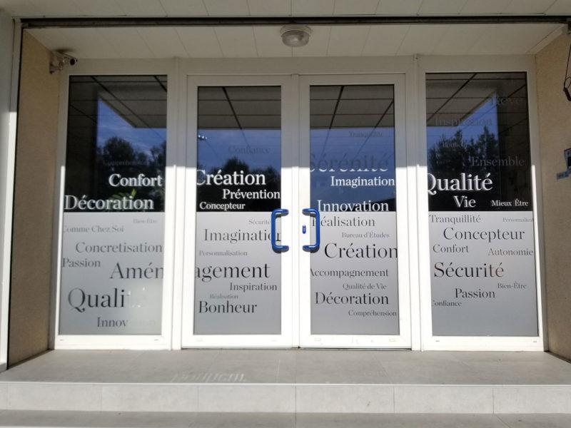 Imprimerie numérique Nîmes décoration vitrine