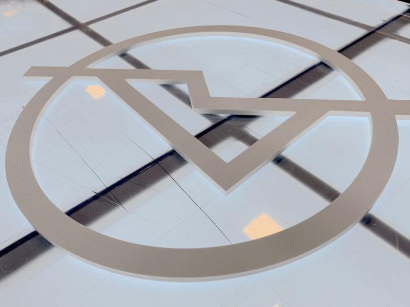 Imprimerie numérique Nîmes Lettrage et logo relief découpe enseigne PVC